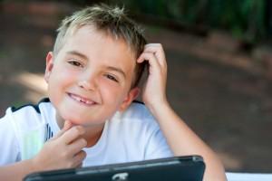 As crianças adoram os tablets..com os tablets na escola, será que as crianças passarão a adorar a escola também?